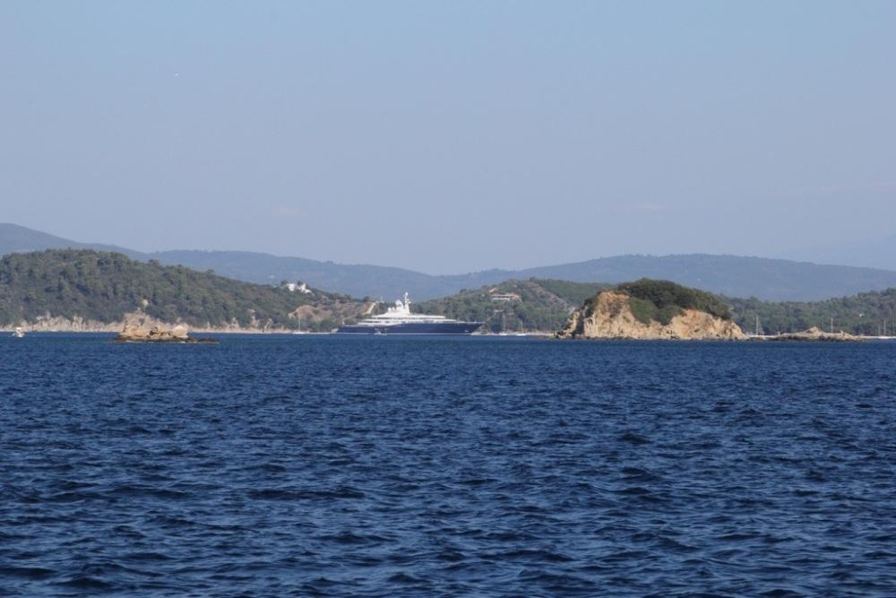 Mega-Yacht Al Mirqab (1/6)