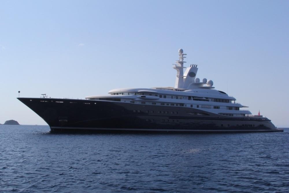 Mega-Yacht Al Mirqab (5/6)