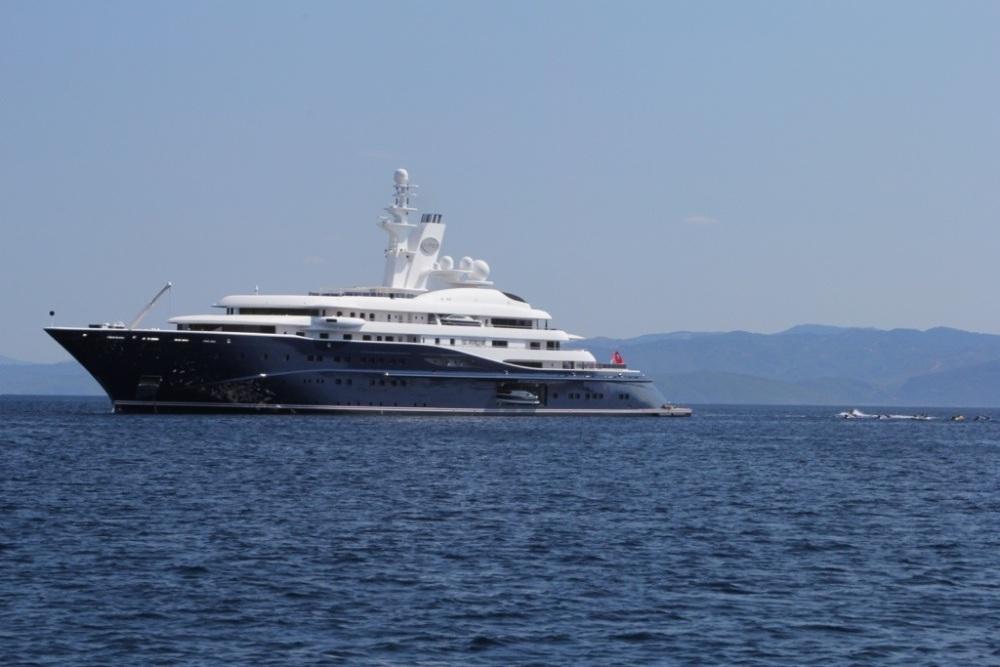 Mega-Yacht Al Mirqab (6/6)