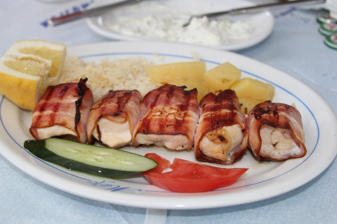 Chicken souvlaki with bacon and lemon