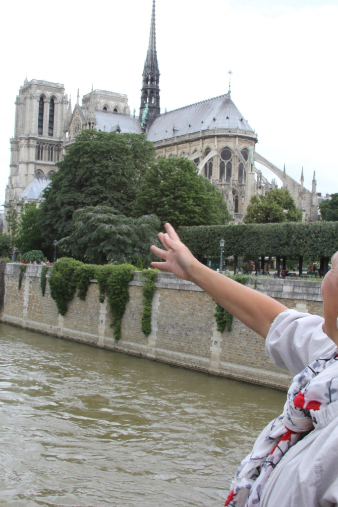 Tossing key into Seine