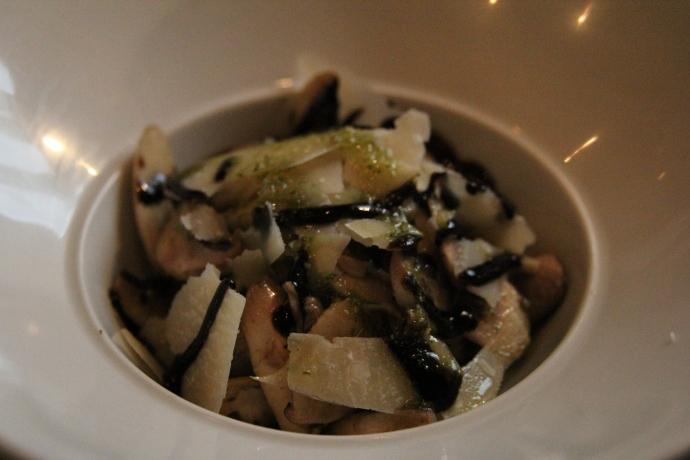 OMG! Salade de Champignons de Paris, with parmesan